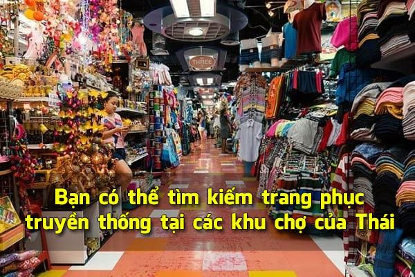Bạn có thể tìm kiếm trang phục truyền thống tại các khu chợ của Thái
